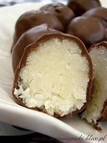 Bounty: Składniki: 200 gram wiórków kokosowych 100 mililirów kremówki 70 gram...