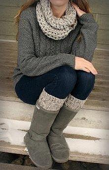 Jasny komin, szary sweterek, ciemne jeansy i getry pod kolor komina i ciemno-szare emu. :D Zwyczajnie i ładnie ;)