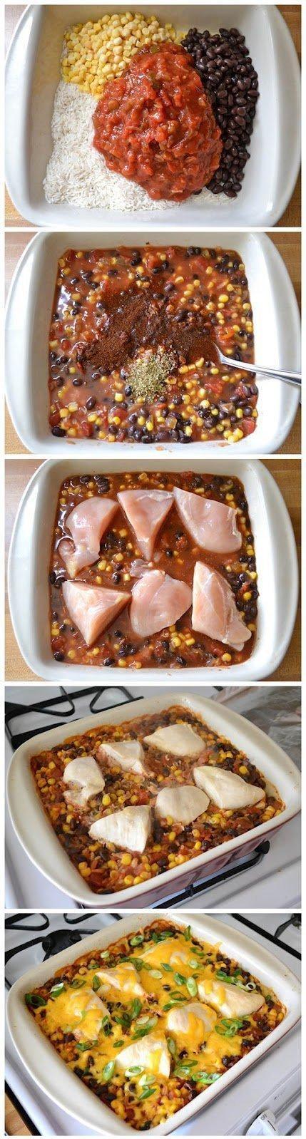 Salsa chicken casserole       1 szklanka surowego ryżu       1 szklanka  kukurydzy       1 puszka czarnej fasoli      1 słoik salsy       1-1,5 szklanki bulionu z kurczaka      ½ łyżeczki chili w proszku      ½ łyżeczki oregano      1 podwójna pierś z kurczaka      1 szklanka tartego sera       2 dymki        Rozgrzej piekarnik do 180 stopni. Odsącz i krótko przepłucz czarną fasolę. Wymieszaj suchy ryż, fasolę, kukurydzę, salsę, bulion z kurczaka, chili w proszku i oregano.  Przełóż do naczynia do zapiekania. Pokrój piersi kurczaka na trzy części każda. Włóż kawałki kurczaka, przykryj naczynie, piec przez godzinę.     Gdy ryż będzie miękki, posyp serem i zapiec, aż ser się roztopi. Posyp pokrojoną dymką.