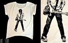 Ręcznie przerobiony i malowany t-shirt!