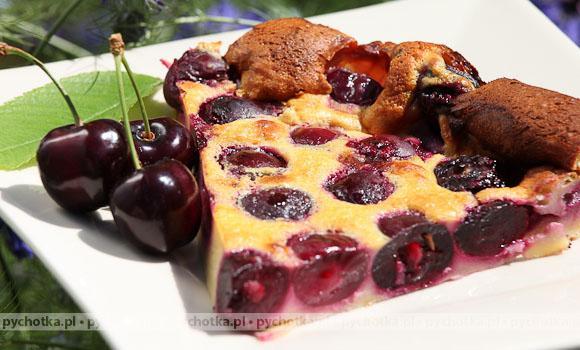 Ciemne ciasto z wiśniami