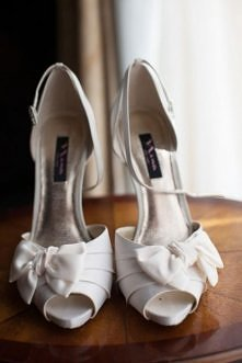 classcal white shoes for bride