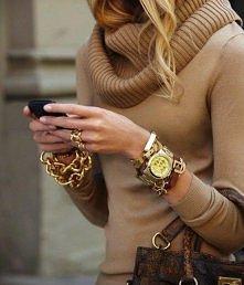...koniecznie biżu, no i na dziś taki ciepły sweterek