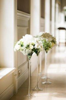 Wazony z kwiatami na stoły weselne