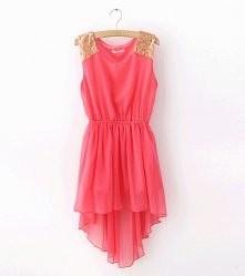 Różowa sukienka ze złotymi wstawkami