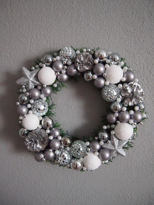 Bożonarodzeniowy wianek.  Kliknij w zdjęcie, aby zobaczyć więcej!