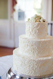 Pięknie zdobiony tort weselny, jasny.