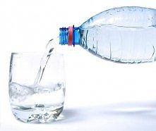 Jedna szklanka zimnej wody pozwala spalić o 9,25 kalorii więcej niż ta sama ilość wody w temperaturze pokojowej, gdyż po jej wypiciu ciało musi poświęcić energię na rozgrzanie s...