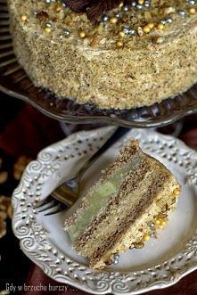 TORT JABŁKOWO-ORZECHOWY  Ciasto: - 3 białka, - 3 żółtka, - szczypta soli, - 80 g cukru, - 1 cukier waniliowy, - 2 łyżki zmielonych orzechów włoskich, - 80 g mąki orkiszowej typ ...