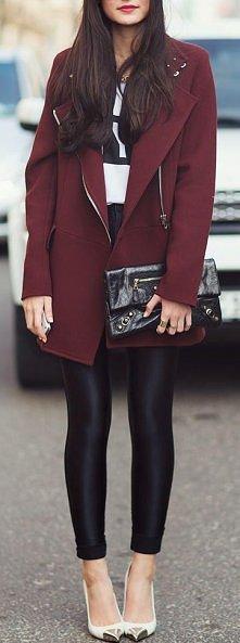 Bordowy płaszcz