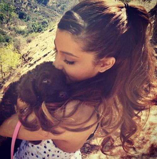 Ariana Grande ;*