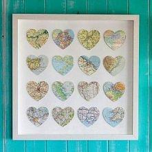 wycięte na kształt serc mapy ważnych miejsc