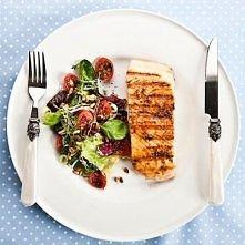 Składniki: (na 1 porcję) 200 g świeżego filetu z łososia 1 cytryna sól morska (ja używam różowej soli himalajskiej) pieprz biały cytrynowy  Przygotowanie: 1. Rybę wyjąc z lodówk...