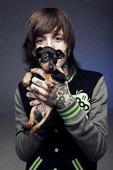Jaki on jest przesliczny *-* i wcale nie chodzi mi o psa xD