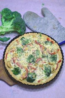 Tarta z brokułami i kurczakiem. Przepis na sosweetsugar.blogspot.com