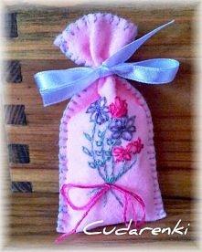 Różowy zapach kobiecej szafy