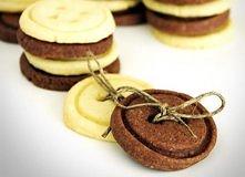 Maślane ciasteczka guziczki   Ciasteczka mają słodki maślany smak, po dodaniu...