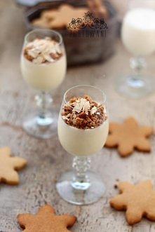 Waniliowy deser z kruszonymi pierniczkami , smakołyk specjalnie na Święta Bożego Narodzenia