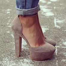 kolor tych bucików - świetny.