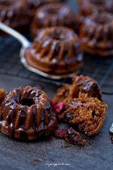 Zimowe babeczki z miodem i żurawiną z miodowo - czekoladową glazurą