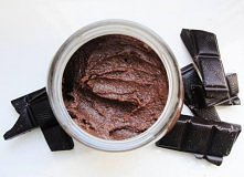 Porcja na mały słoiczek  2 łyżki kakao naturalnego ( nie tego dla dzieci) 100g daktyli łyżka mleka odtłuszczonego w proszku* (choć nie jest niezbędna) łyżka orzechów laskowych 1...