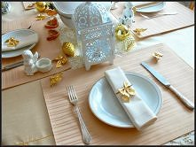 kremowo-złoty stół - więcej...