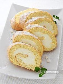 Pyszna rolada waniliowa, w sam raz na święta, bo robi się tylko 15 minut :) Składniki (duża blacha z piekarnika): Biszkopt na roladę:  5 jajek 120 g cukru 120 g mąki pszennej 1,...