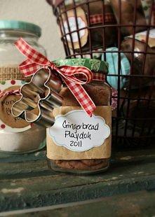 Zupełnie fantastyczny pomysł na prezent! Dla osób, które nie miały czasu zrobić pierniczków na Święta. Bo wiadomo, że Święta, które nie pachną piernikiem to żadne Święta! :)