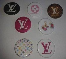 Przypinki z logo LV