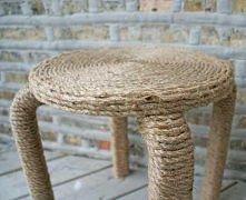 krzesełko owinięte sznurkiem