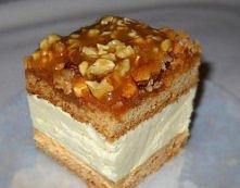 Orzechowiec  Składniki: Ciasto: 3 szklanki mąki 2 jajka 3/4 szklanki cukru 1/2 kostki masła 3 łyżki śmietany 3 łyżki miodu 1 łyżeczka sody  Masa: 1 kostka masła 2 budynie śmieta...