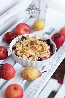 Crumble z gruszkami, jabłkami, jeżynami i wanilią