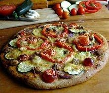 Pizza!  Skladniki:  Ciasto 2 szklanki mąki pszennej pełnoziarnistej  10 g dro...