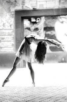 """""""Taniec jest odzwierciedleniem naszego ciała, czasem zabawy, czasem bólu"""""""