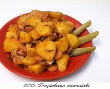 Potrzebujemy: (2 porcje) 3/4 kg ziemniaków 2 średnie cebule 5 ząbków czosnku 4 parówki 2 gałązki rozmarynu 1 łyżeczkę słodkiej papryki 1/2 łyżeczki ostrej papryki szczyptę cząbr...