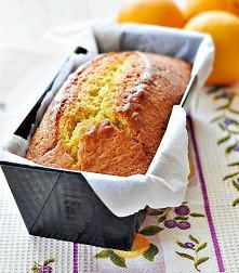 Łatwe ciasto pomarańczowe  Składniki: 2 szklanki mąki 1 niepełna szklanka cukru (tak 4/5 szklanki cukru) 2 łyżki naturalnego jogurtu 3 jajka 1/2 szklanki oliwy (użyłam oliwy ext...