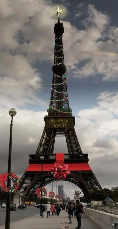Wieża Eiffla na Boże Narodzenie