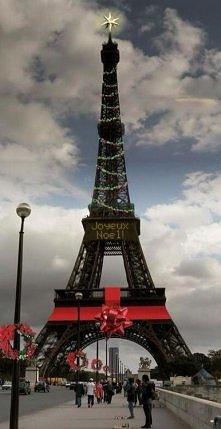Wieża Eiffla na Boże Narodz...