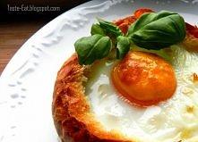 Jajo z serem i cebulką zapiekane w bułce- po przepis kliknij w zdjęcie.