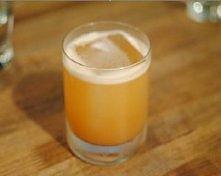 Spalacz tłuszczu napój miodowo-imbirowy - Miód naturalny (do smaku)  - Korzeń imbiru (długość 7-10 cm)  - Skórka i sok z cytryny (2 cytryny)  - Cynamon (jedna laska  lub łyżeczk...