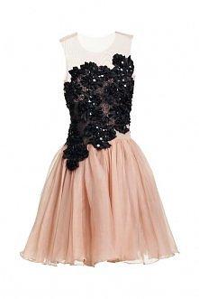 Mini sukienka dół rozszerzany ku dołowi uszyty z kilku warstw tiulu góra z elastycznego tiulu i czarnej koronki projektu Teresy Rosati <3 Więcej na moim profilu