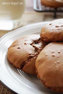 Szybkie czekoladowe ciasteczka bezowe  Składniki (na kilkanaście ciasteczek):...