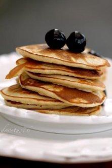 Składniki na 10 - 12 placków:      110 g mąki pszennej     pół płaskiej łyżeczki proszku do pieczenia     pół płaskiej łyżeczki sody oczyszczonej     25 g drobnego cukru     1 j...