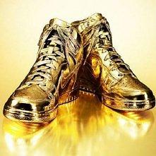 Nike w 24-KARATOWYM ZŁOCIE. Nike Dunk High to glamour w wersji sportowej.24-k...