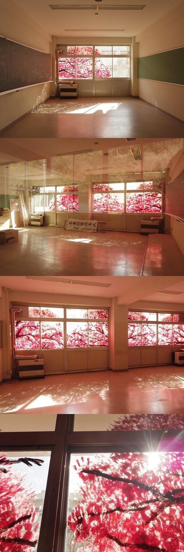 Ciekawy sposób na ozdobienie okien. Można się poczuć jak Japonii wiosną =^^=  Potrzebne maeriały: - farba (najlepiej różowa :P i brązowa na pień) - rączki - osoby do wspólnej zabawy ^^ - uśmiech na twarzy C: - zgoda rodziców (jeżeli mieszkacie z nimi)  MIŁEJ ZABAWY! =^^=  Itamiis~