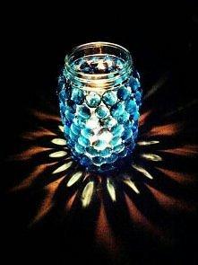 piekny swiecznik, latwy w zrobieniu ;) Wystarczy sloik, ozdobne, szklane kamy...