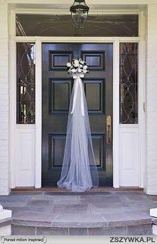 Ozdoba na drzwi w domu Panny Młodej.