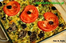 FRITTATA – omlet po włosku  Składniki:   1 cebula pokrojona w drobną kostkę  Ok. 8 pieczarek pokrojonych w plasterki  1 cukinia pokrojona w kostkę  2  papryki (o dowolnym kolorz...