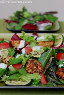 Sałatka z pieczonymi warzywami i kurczakiem