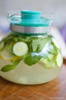OCZYSZCZENIE ORGANIZMU  2 Litry wody, średni ogórek, cytryna, ok.12 listków ś...